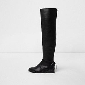 Schwarze, flache Overknee-Stiefel aus Leder