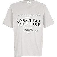 Grijs T-shirt met 'Good things'-print en broche