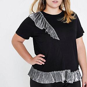 Plus – T-Shirt in Schwarz-Metallic mit Rüschen