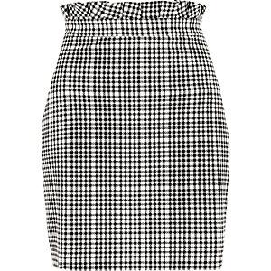 Mini-jupe à carreaux vichy blanche et taille froncée