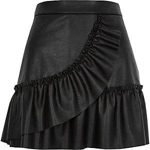Mini-jupe en cuir synthétique noire à volant