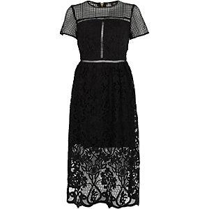Zwarte kanten getailleerde midi-jurk met  bloemenprint