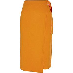 Jupe crayon portefeuille en maille orange à perles et anneau en D