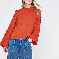 Rode pullover met brede mouwen met kabels