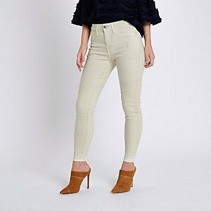 Petite – Molly – Skinny Jeggings in Creme im Used Look