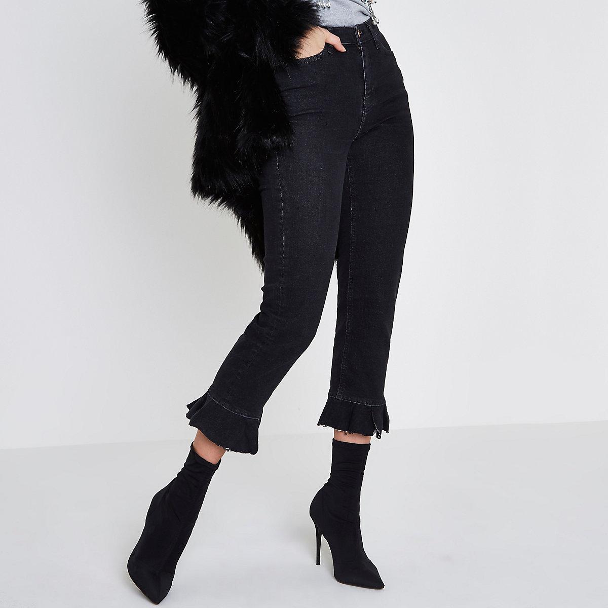 Bella - Zwarte jeans met rechte pijpen en ruches aan de zoom