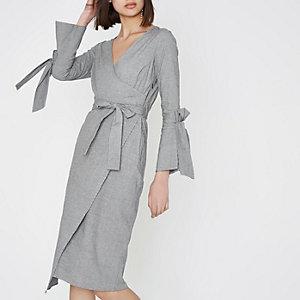 Robe portefeuille mi-longue à carreaux grise