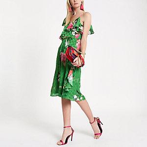 Robe mi-longue à fleurs verte avec liens à la taille et volants