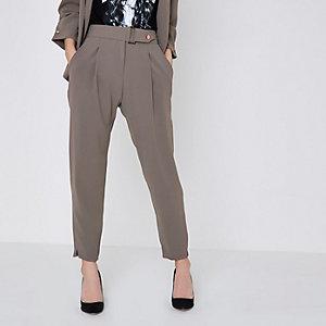 Petite – Pantalon fuselé gris avec ceinture à boucle