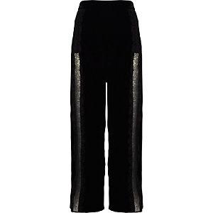 Zwarte fluwelen broek met wijde pijpen en kant