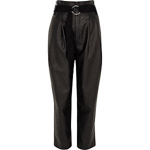 Pantalon fuselé en cuir synthétique noir