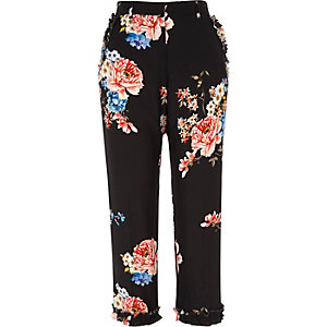 Black floral print ruffle cropped trousers