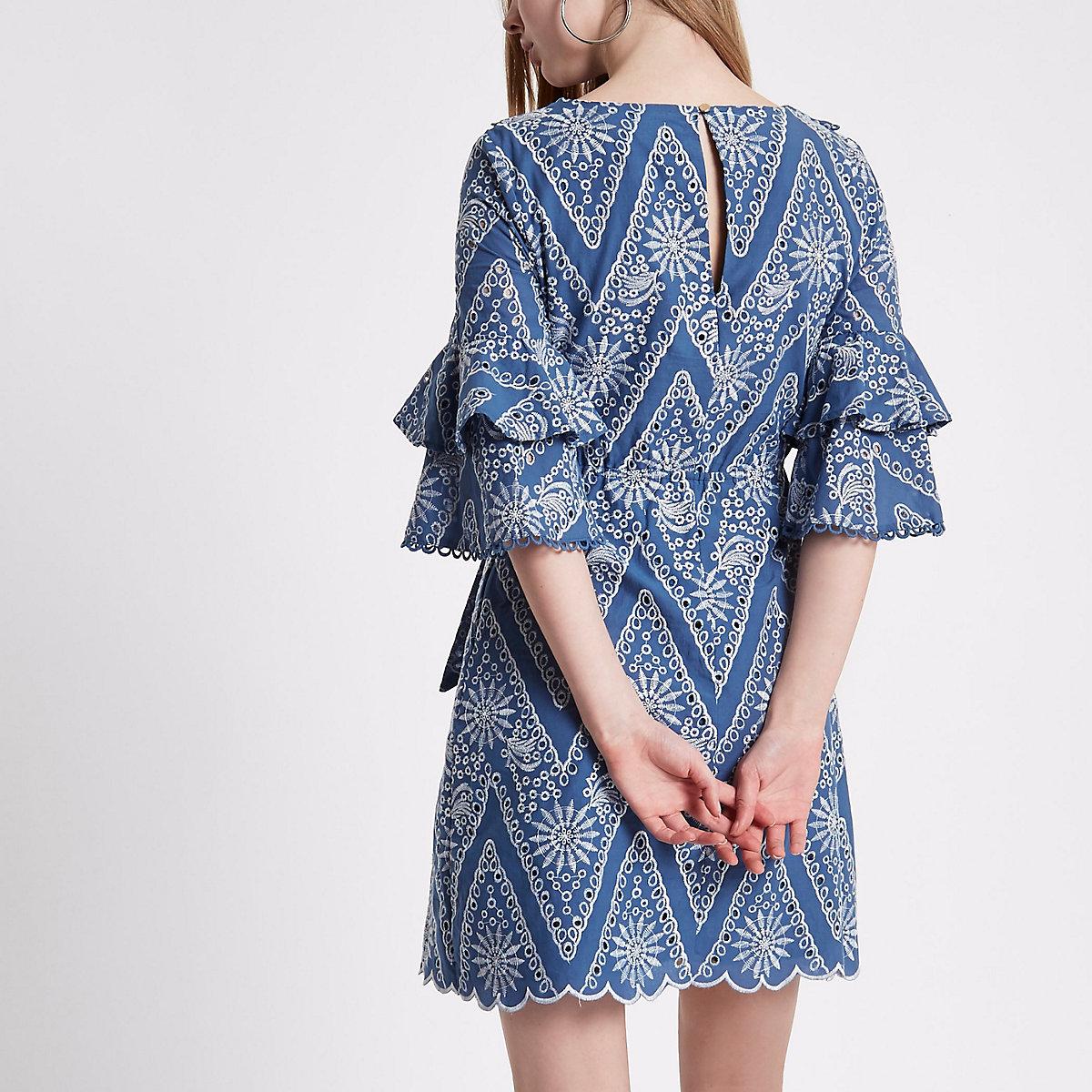 588097874b7b Hellblaues Kleid mit Lochstickerei - Swingkleider - Kleider - Damen
