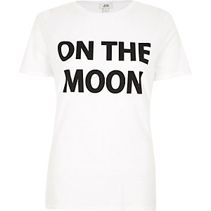 "Weißes, figurbetontes T-Shirt ""On the Moon"""