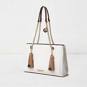 Witte doorgestikte handtas met hengels met schakels