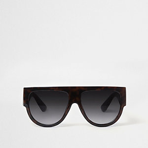 Zwarte zonnebril met platte bovenkant en schildpaddenmotief