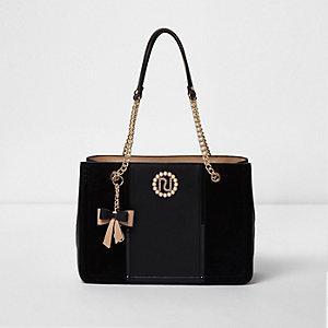 Zwarte handtas met ketting en bedel