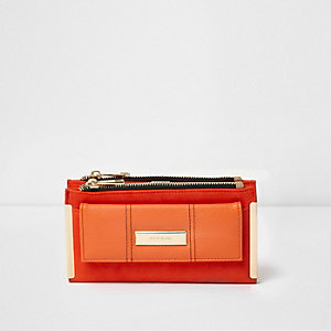 Red block front pocket foldout purse