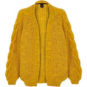 Cardigan en maille torsadée épaisse jaune moutarde