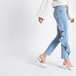 Bella – Mittelblaue Straight Leg Jeans mit Rüschen