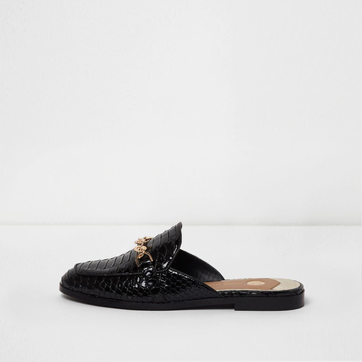 Zwarte lakleren instappers met krokodillenprint en open hiel