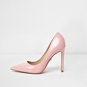Light pink patent pointed toe pumps