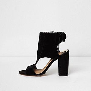 Zwarte schoenlaarsjes met blokhak en strik achter