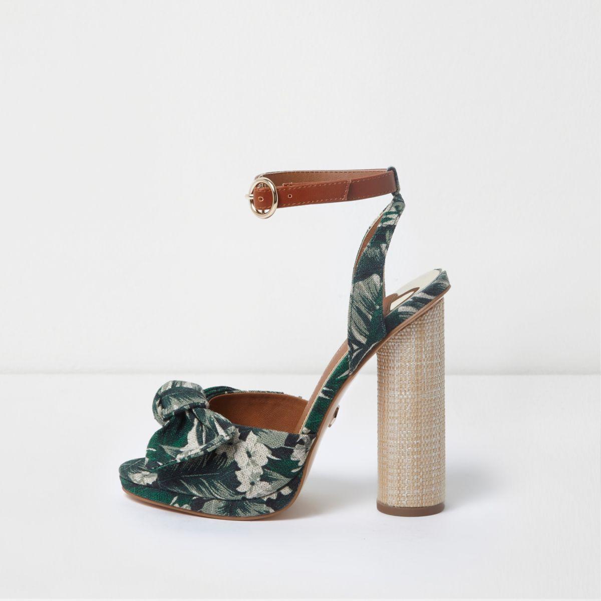 Groene sandalen met tropische print, strik voor en blokhak