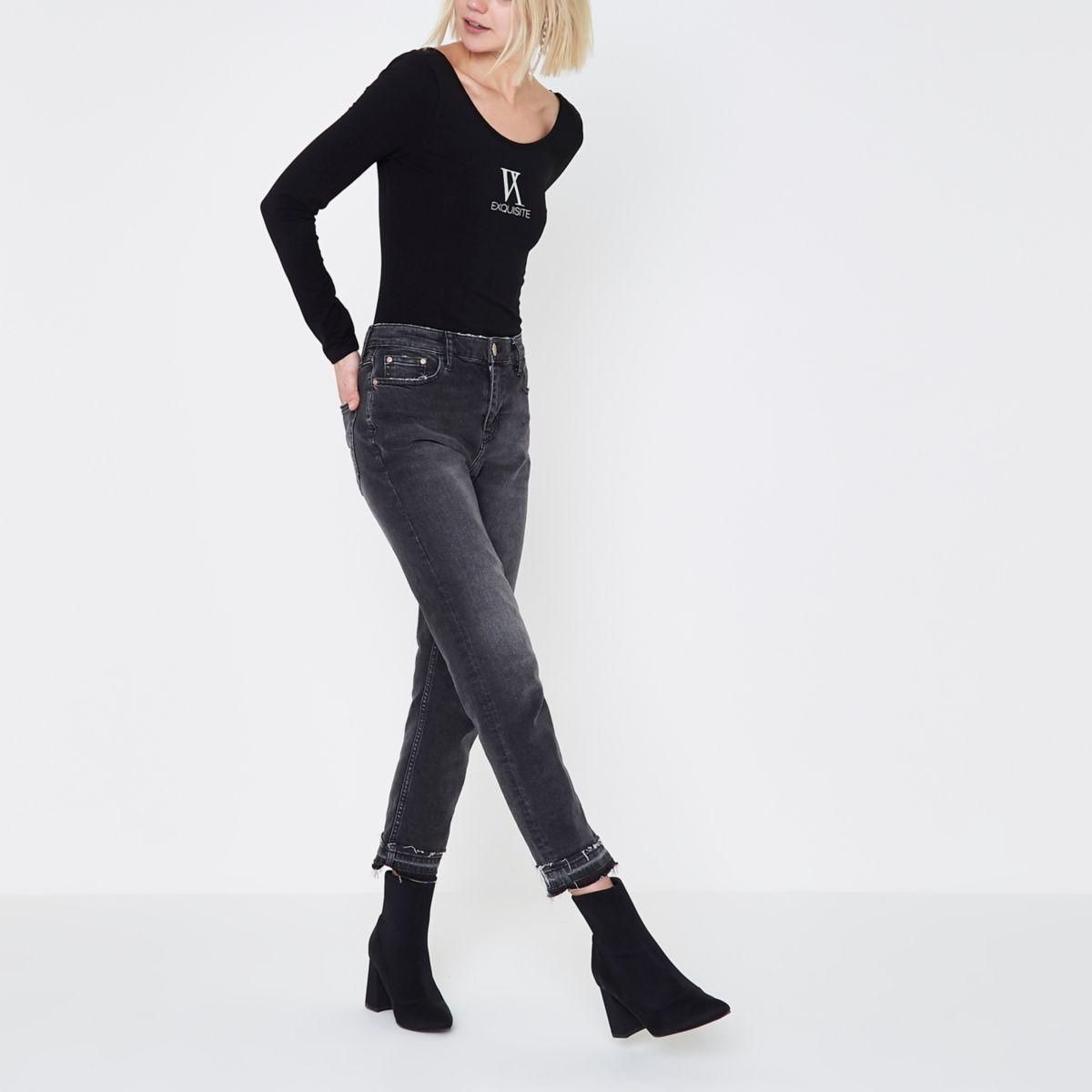 Zwarte body met lage hals en 'exquisite'-print