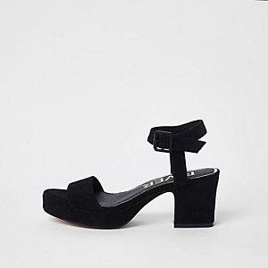 Sandales noires à bout ouvert et talons carrés