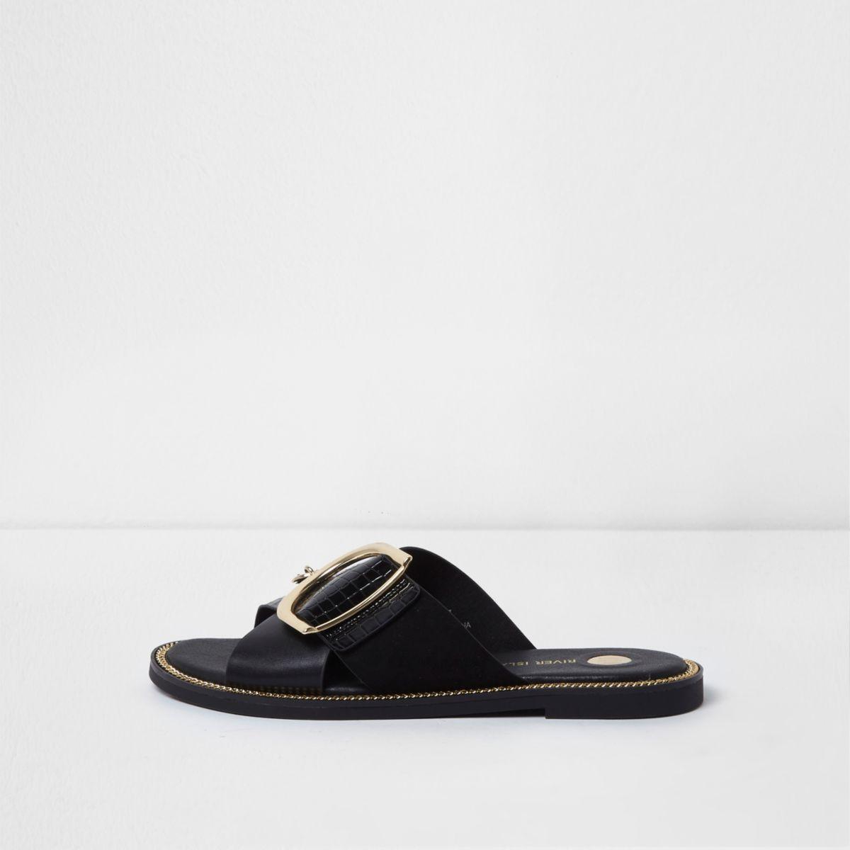 Sandales noires à brides croisées et éléments métalliques
