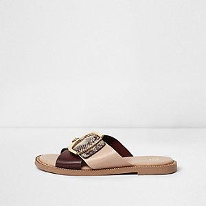 Pinke Sandalen mit überkreuzten Riemen