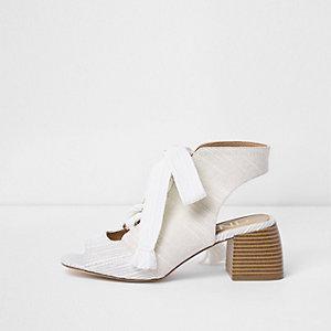 Witte canvas schoenlaarsjes met blokhak