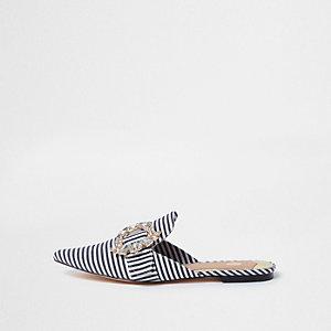 Weiße Loafer mit Strassschnalle