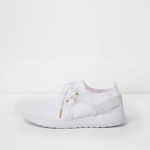 Witte vetersneakers met mesh