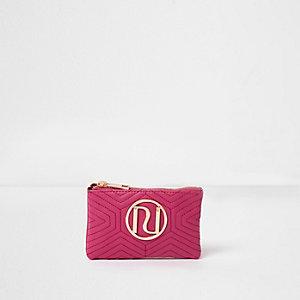 Roze gewatteerde mini-portemonnee met metalen RI-logo