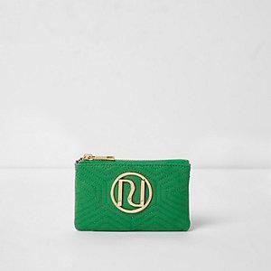 Mini porte-monnaie « RI » vert matelassé avec ferrures