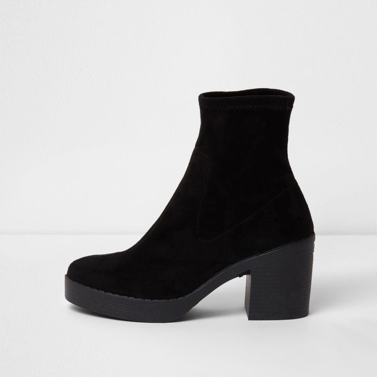 Zwarte laarzen met blokhak en dikke zool