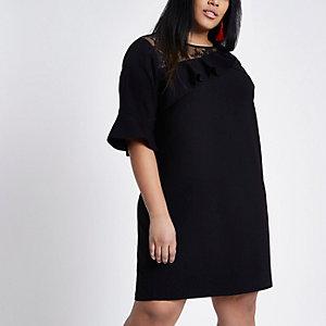 RI Plus - Zwarte jurk met kanten inzetstukken en ruches