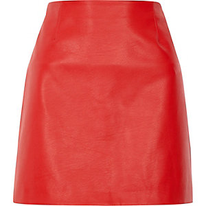 Red faux leather mini pelmet skirt
