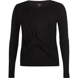 Zwarte geribbelde gebreide pullover met overslag en knoop voor