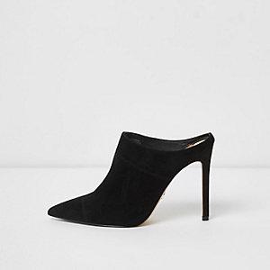 Zwarte suède puntige muiltjes met hak en brede pasvorm