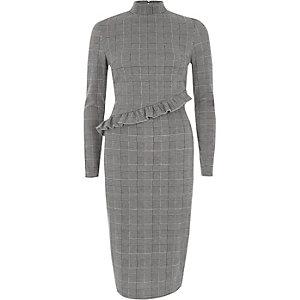 Robe mi-longue à carreaux grise avec col montant et volant