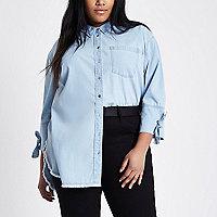 RI Plus - Lichtblauw denim overhemd met strikken op de mouwen
