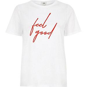 """Weißes, figurbetontes T-Shirt mit """"Feel Good""""-Print"""