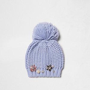 Bonnet bleu ornementé à pompon