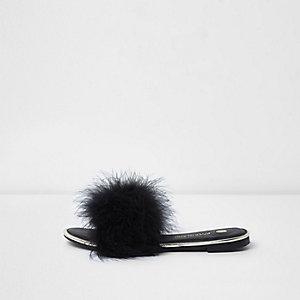 Zwarte slippers met goudkleurig accent en veren