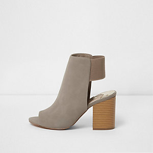Grijze schoenlaarsjes met brede pasvorm en blokhak