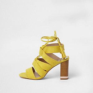 Sandales jaunes à laçage et talon carré