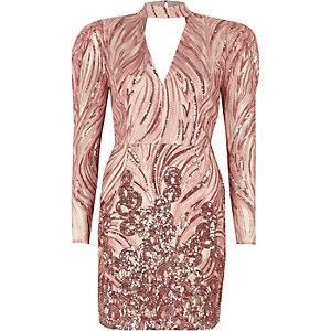 Roze mini-jurk met schoudervulling, choker en lovertjes